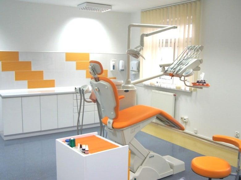 Dene kontaktowe Centrum Stomatologicznego Demed w Płocku